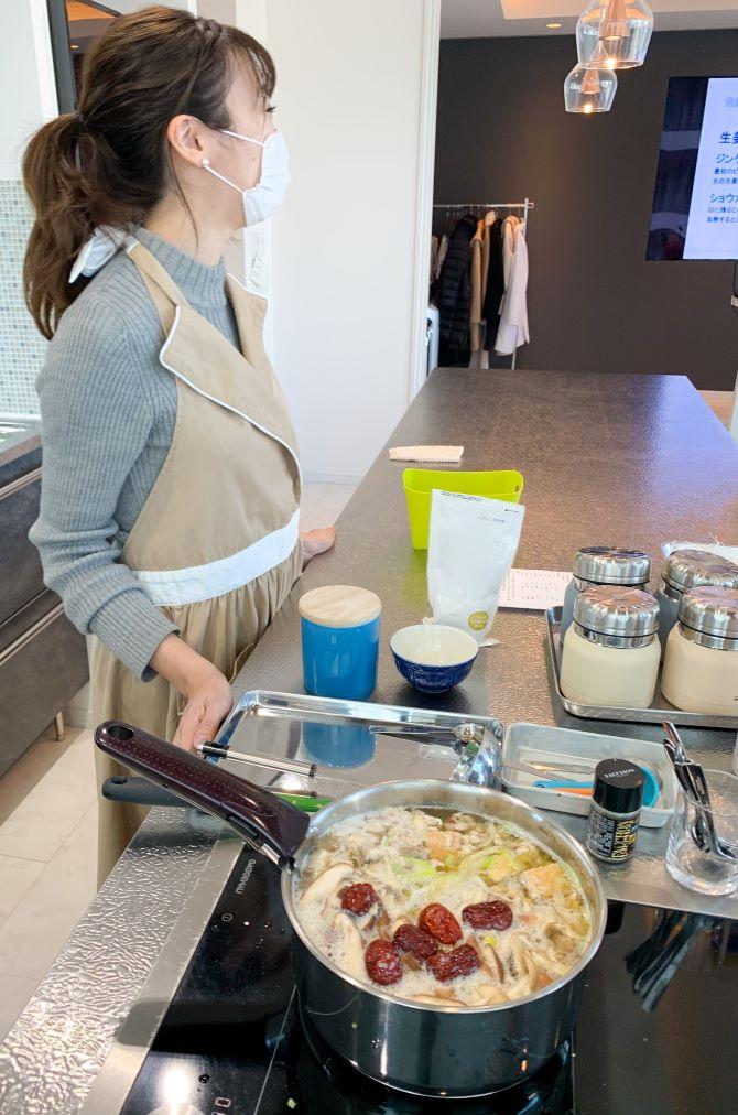 第3章食べ物からキレイのもとを薬膳スープ調理風景イメージ画像
